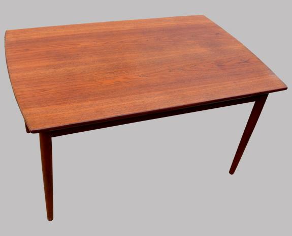 table scandinave en teck de johannes andersen. Black Bedroom Furniture Sets. Home Design Ideas