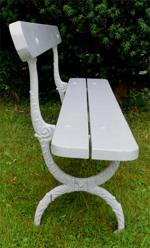 Ancien mobilier de jardin vendu par la boutique d\'antiquités ...