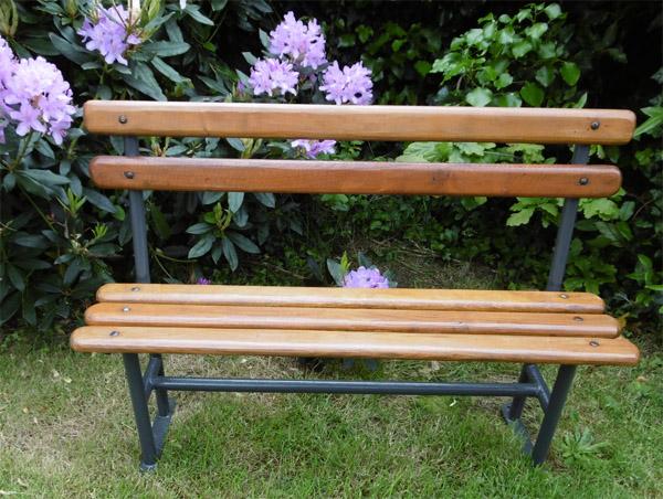banc de jardin enfant alina mezo banc de jardin en acacia pour enfant banc de jardin jardin. Black Bedroom Furniture Sets. Home Design Ideas