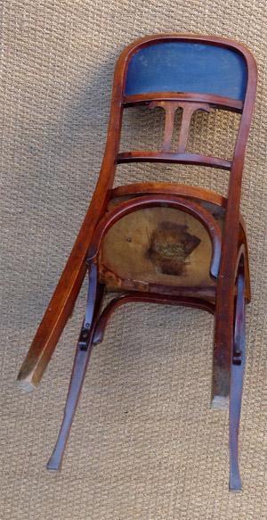 paire de chaises anciennes de la manufacture baumann. Black Bedroom Furniture Sets. Home Design Ideas