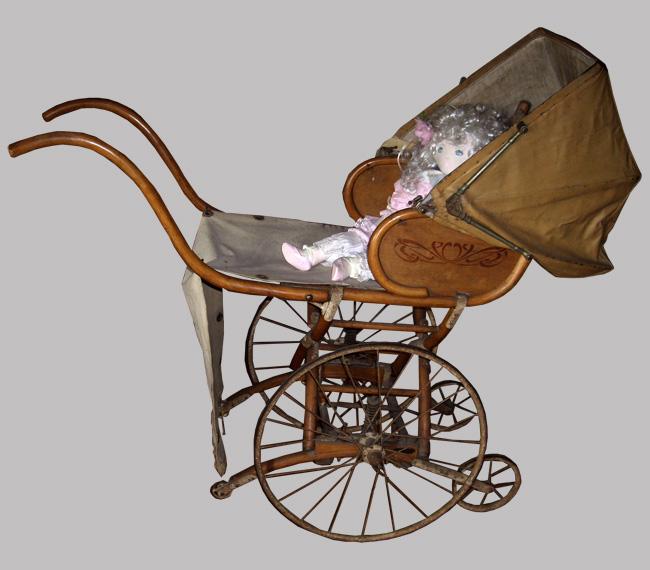 Baumann mobilier pour enfants voiture pliante chaises et for Chaise enfant voiture