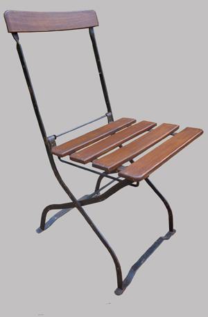huit chaises de brasserie parisienne anciennes pliantes. Black Bedroom Furniture Sets. Home Design Ideas