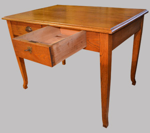Petit bureau en ch taignier ouvrant par 2 tiroirs for Petit bureau tiroir
