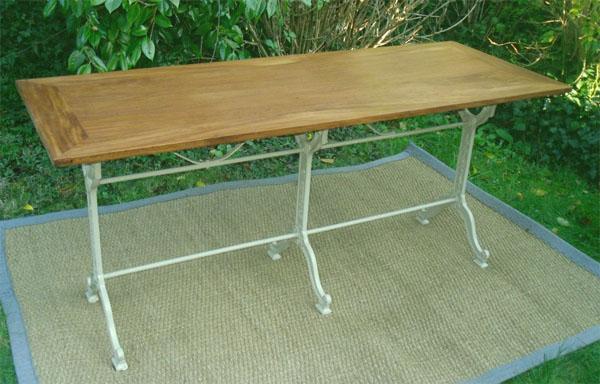 Tr S Originale Et Pratique Longue Table Bistrot Pieds Fonte Et Plateau En Margousier