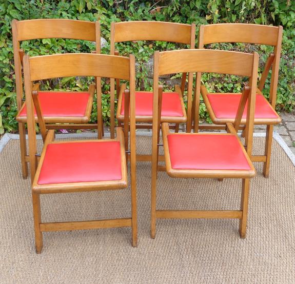 Cinq Chaises Pliantes Vintage Assise En Skai Rouge
