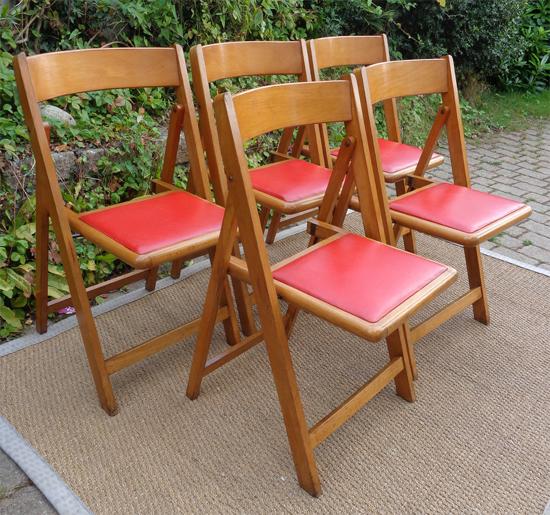 cinq chaises pliantes vintage assise en ska rouge. Black Bedroom Furniture Sets. Home Design Ideas