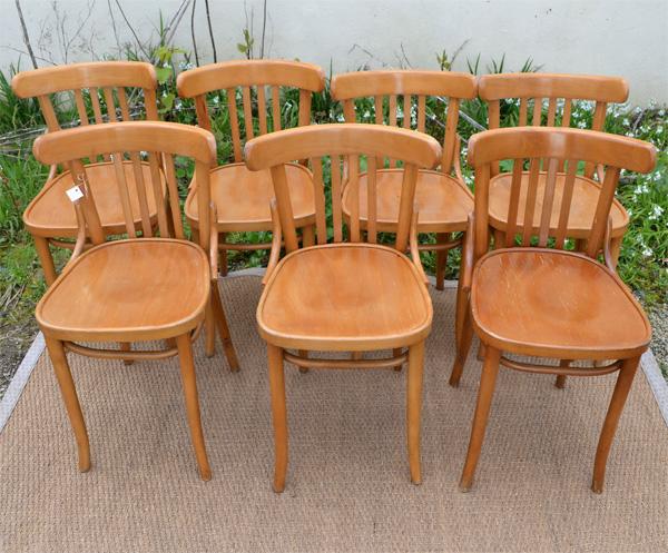 sept chaises de brasserie anciennes en h tre clair. Black Bedroom Furniture Sets. Home Design Ideas
