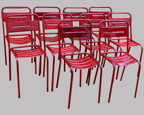 dix chaises de jardin m talliques peintes en rouge tolix fermob. Black Bedroom Furniture Sets. Home Design Ideas