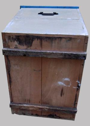 grand coffre jouets ancien en bois peint kaki. Black Bedroom Furniture Sets. Home Design Ideas