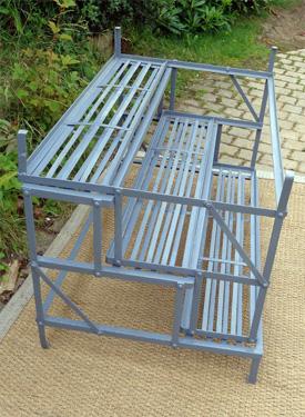 Jolis meubles et objets de jardin authentiquement anciens for Porte plantes exterieur pour jardin