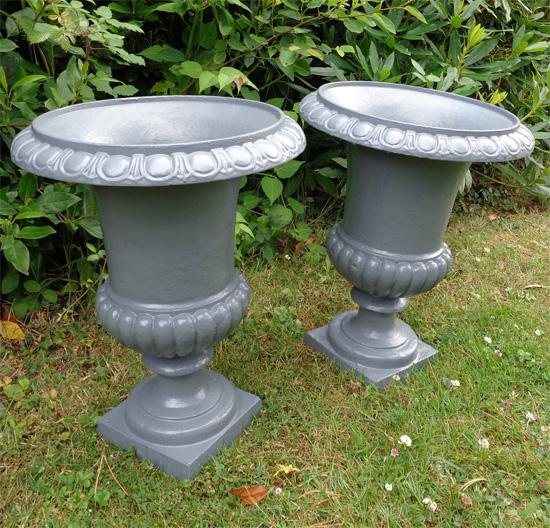 MEDICIS vases anciens en fonte pour le jardin