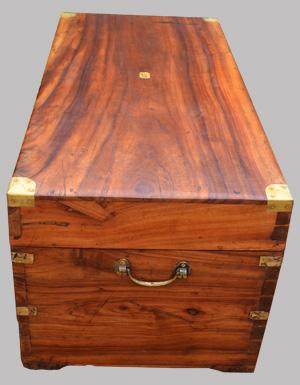 malle en camphrier ancienne ayant appartenu un marin breton. Black Bedroom Furniture Sets. Home Design Ideas