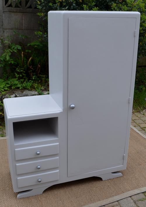 Très original petit meuble penderie pour chambre d\'enfant
