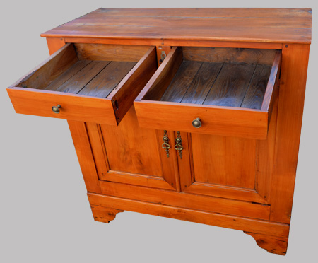 petit buffet bas en bois fruitier et ch taignier. Black Bedroom Furniture Sets. Home Design Ideas
