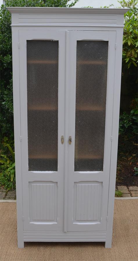 armoire en bois peint ouvrant par 2 portes vitr es. Black Bedroom Furniture Sets. Home Design Ideas