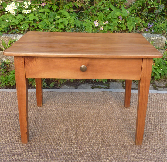 Petite table basse ancienne en bois fruitier for Petite table basse but