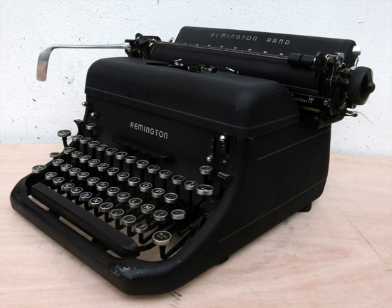 remington rand machine crire de bureau ancienne. Black Bedroom Furniture Sets. Home Design Ideas