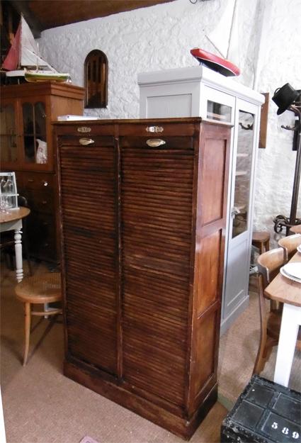 classeur rideau ancien meuble de rangement 2 colonnes. Black Bedroom Furniture Sets. Home Design Ideas