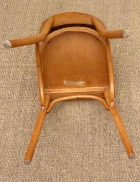 ton chaises de bistrot bois courb r publique tch que. Black Bedroom Furniture Sets. Home Design Ideas