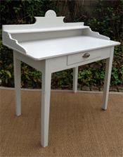 tables anciennes en bois peint vendues par fabienne blondiau. Black Bedroom Furniture Sets. Home Design Ideas