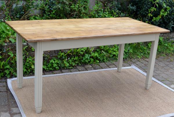 Belle table manger rectangulaire avec plateau en bois for Table bois ancienne rectangulaire