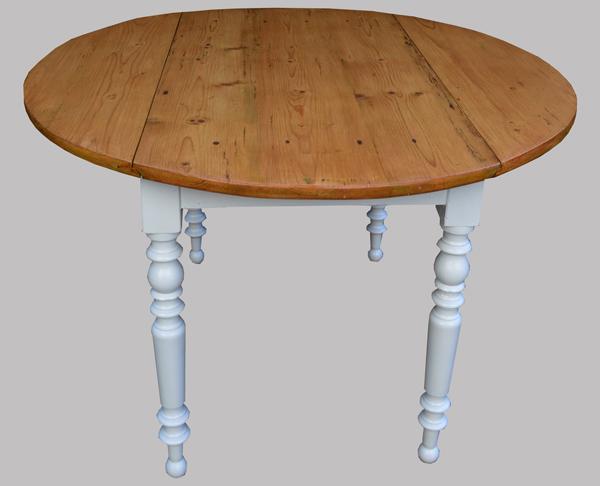 table ronde de cuisine ancienne pour manger au quotidien. Black Bedroom Furniture Sets. Home Design Ideas