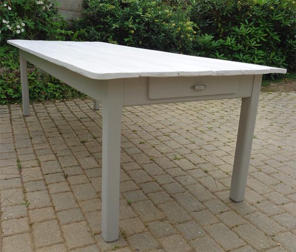 belle table manger rectangulaire avec plateau en bois peint. Black Bedroom Furniture Sets. Home Design Ideas