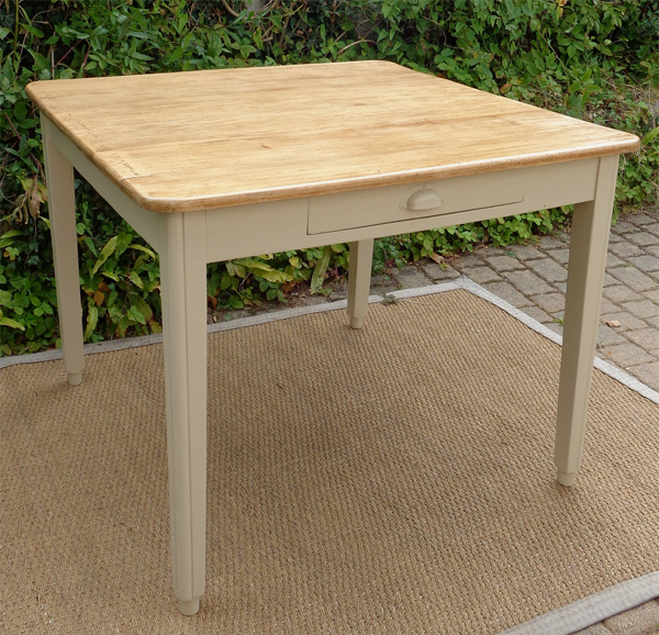 Table carr e ancienne plateau en h tre naturel - Table bois carree ...