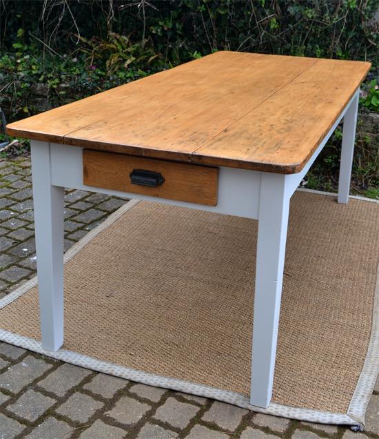 Table rectangulaire avec joli plateau en bois naturel for Table bois ancienne rectangulaire