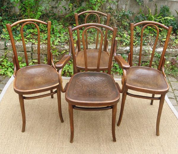 trois chaises thonet anciennes bois courb assise gauffr e. Black Bedroom Furniture Sets. Home Design Ideas