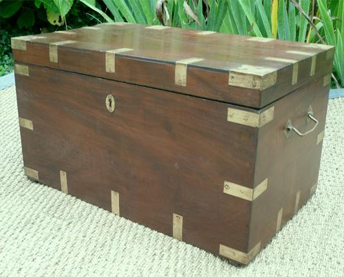 joli mod le de coffre ancien en jacquier precieux pour rangement bijoux. Black Bedroom Furniture Sets. Home Design Ideas