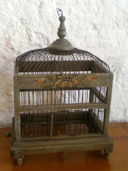 ancienne cage d 39 oiseau faite pour le transport. Black Bedroom Furniture Sets. Home Design Ideas