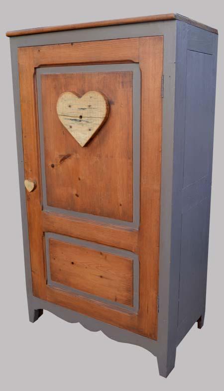 petite armoire re look e par 2 coeurs en bois flott. Black Bedroom Furniture Sets. Home Design Ideas
