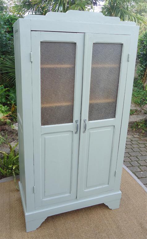 petite armoire ancienne pour penty avec 2 portes vitr es ann es 1930. Black Bedroom Furniture Sets. Home Design Ideas