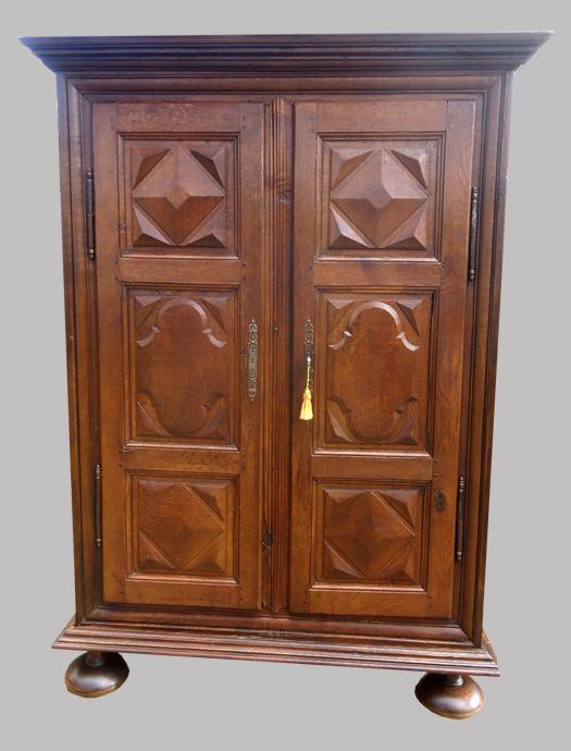 belle armoire ancienne d cor pointe de diamant servant. Black Bedroom Furniture Sets. Home Design Ideas