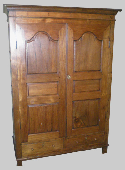Armoire ancienne avec un beau volume pour penderie - Congelateur armoire grand volume ...