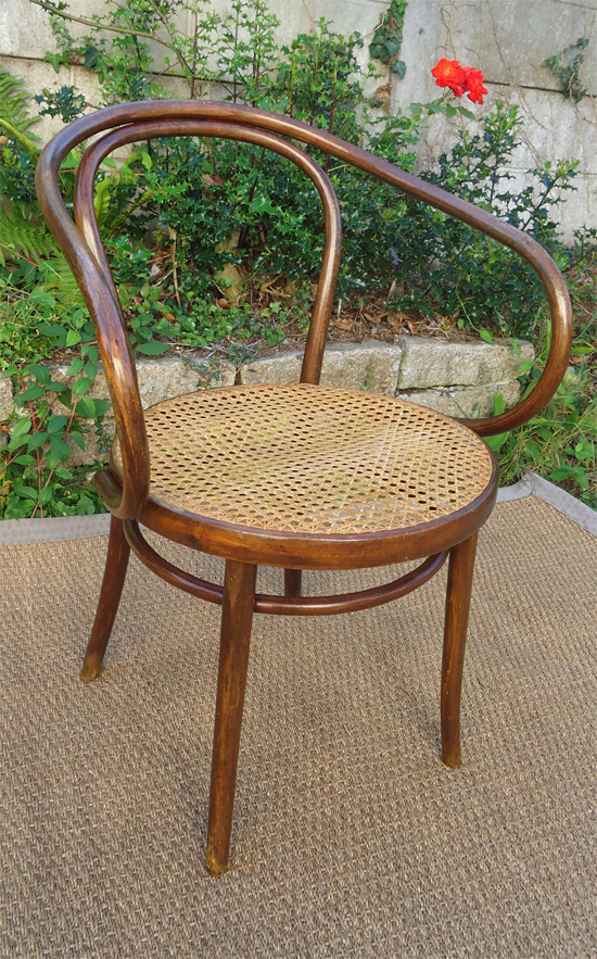 fauteuil de bureau ancien en bois courbe sans marque sous l 39 assise. Black Bedroom Furniture Sets. Home Design Ideas