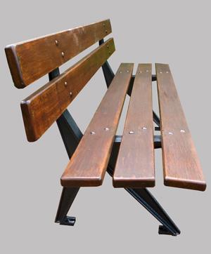 joli banc de jardin public avec pieds en fonte et lattes de bois. Black Bedroom Furniture Sets. Home Design Ideas