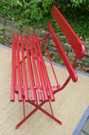 Ancien banc de jardin pliable de couleur rouge - Banc de jardin rouge ...