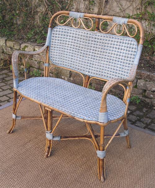 jolie banquette ancienne pour jardin ou jardin d 39 hiver. Black Bedroom Furniture Sets. Home Design Ideas