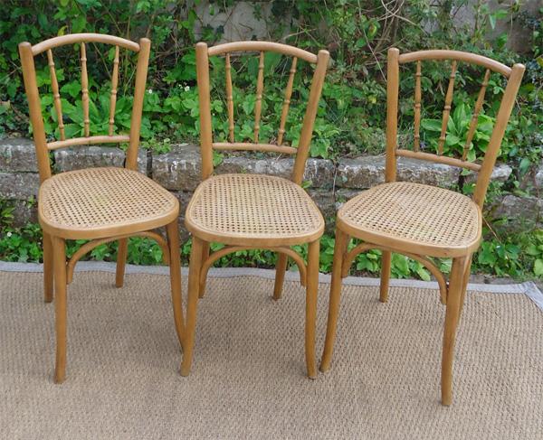 baumann s rie de 3 chaises anciennes assice cann e. Black Bedroom Furniture Sets. Home Design Ideas