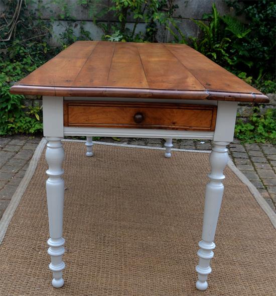 Table rectangulaire pour cuisine ou salon for Table bois ancienne rectangulaire