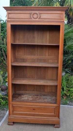 biblioth que vitrine ancienne en merisier de style louis philippe. Black Bedroom Furniture Sets. Home Design Ideas