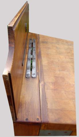 authentique billot de boucher ancien avec porte couteaux. Black Bedroom Furniture Sets. Home Design Ideas