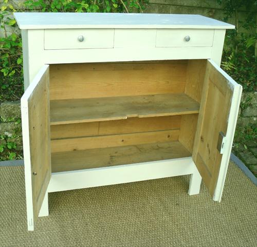 petit buffet ancien haut et etroit en bois peint avec 2 tiroirs et ouvrant par 2 portes. Black Bedroom Furniture Sets. Home Design Ideas