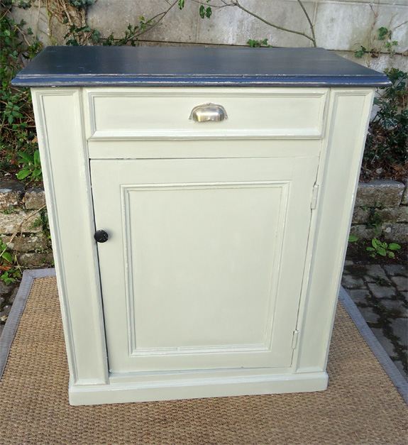 Petit meuble buffet ancien peint patine une porte for Meuble d angle une porte