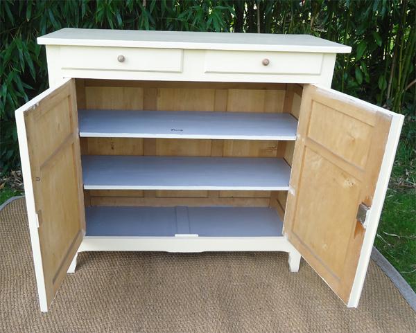 charmant petit buffet bas ancien en bois peint. Black Bedroom Furniture Sets. Home Design Ideas