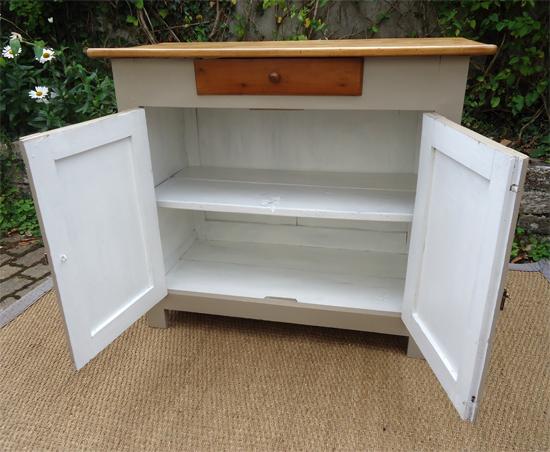 authentique et modeste petit buffet bas haut et etroit. Black Bedroom Furniture Sets. Home Design Ideas