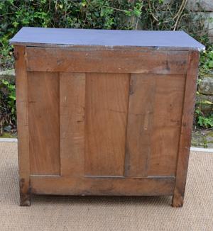 petit buffet ancien en bois peint de couleur noire. Black Bedroom Furniture Sets. Home Design Ideas