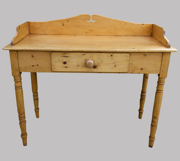 Bureau ancien anglais en pin for Petit bureau pin